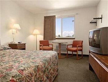 фото Super 8 Motel - Powell 686482400