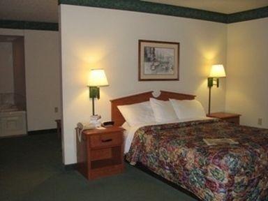 фото AmericInn Lodge & Suites Manitowoc 686486615