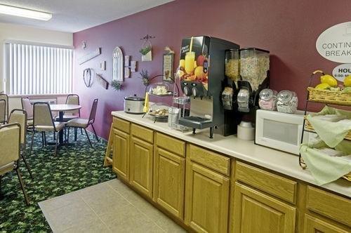 фото Americas Best Value Inn & Suites 686510083