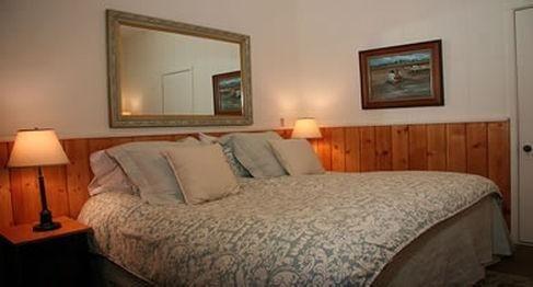 фото Old Crocker Inn 686535989