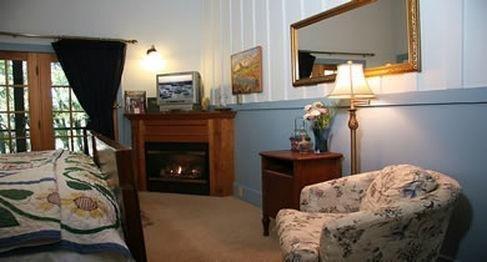 фото Old Crocker Inn 686535990