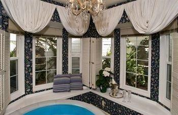 фото Abella Garden Inn Bed and Breakfast 686564572
