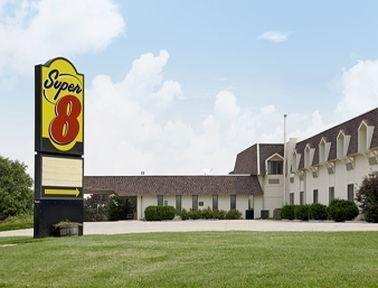 фото Hometown Inn & Suites 686565110