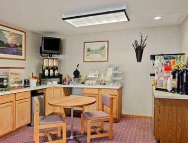 фото Super 8 Motel - Madison 686568744