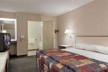 фото Days Inn Overland Park 686569871