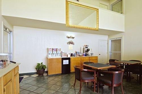 фото Americas Best Value Inn and Suites Hope 686574274