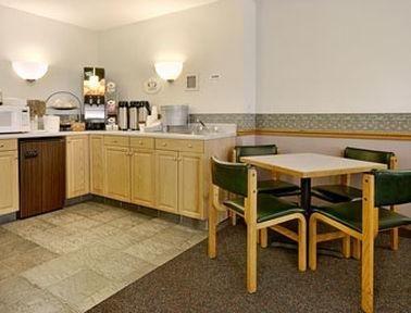 фото Super 8 Motel Marshalltown IA 686576277