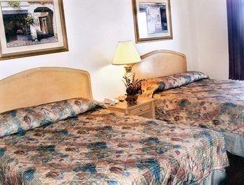 фото Bay Breeze Inn & Suites 686581280
