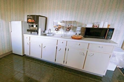 фото America`s Best Value Inn - Roxboro 686592361