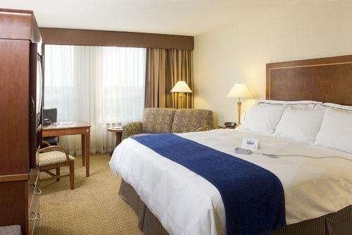 фото Hotel Executive Suites 686595346