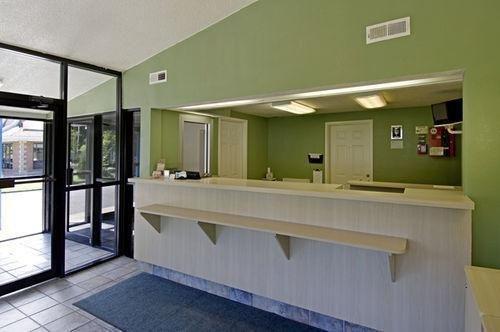 фото Americas Best Value Inn Mentor 686677481
