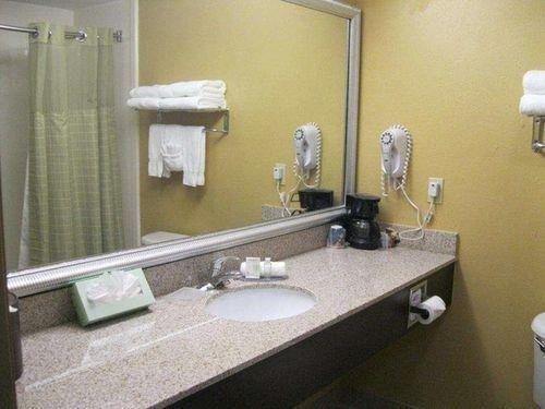фото BW PLUS BRADENTON HOTEL SUITES 686807905
