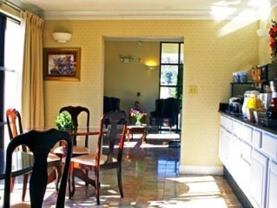 фото Best Western Colonial Inn 687054818