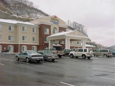 фото Holiday Inn Express Logan Hotel 687224659