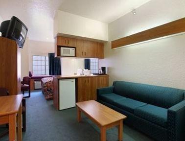 фото Microtel Inn & Suites by Wyndham Tampa Stadium 687234744