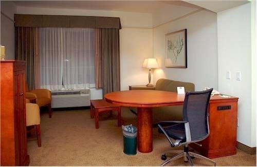 фото La Quinta Inn & Suites Stevenson Ranch 687687875