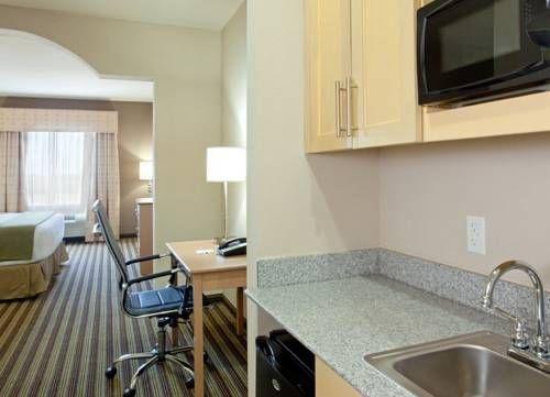 фото Holiday Inn Express Hotel & Suites Alvarado 688341701