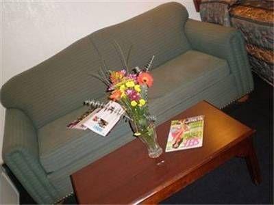 фото Ontario Inn & Suites 692796018