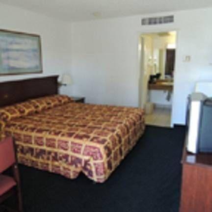 фото Hospitality Inn Redding 692796432