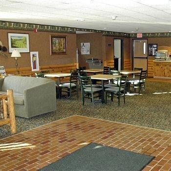 фото Pellston Lodge 693378051