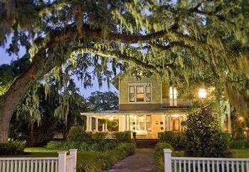 фото Hoyt House Bed & Breakfast Inn 693525640
