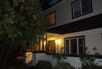 фото Cinnamon Bear Creekside Inn 693530660