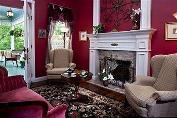 фото White Oak Manor Bed & Breakfast 693543866