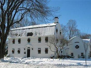 фото Connecticut River Valley Inn 693546173