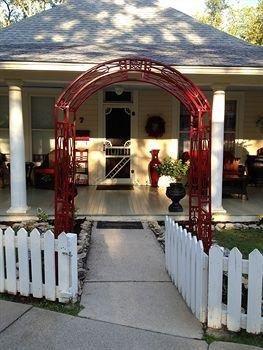 фото Red Bud Manor 693547634