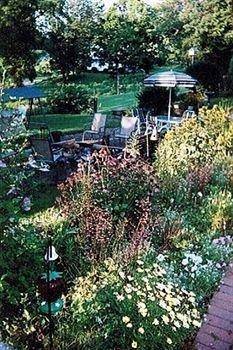 фото Garden Gate Get-A-Way 693547994