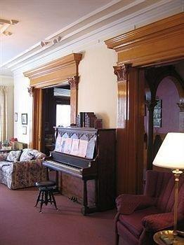 фото Olde Judge Mansion 693550009