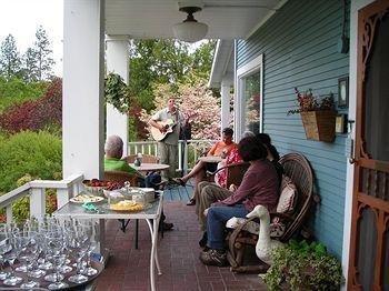 фото Country Willows Inn 693551035