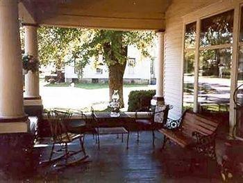 фото The Homespun Country Inn 693552106