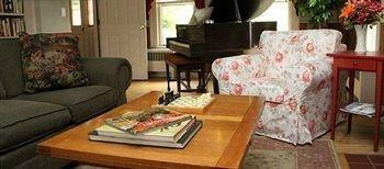 фото Brass Lantern Inn 693609965