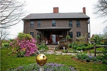 фото Roseledge Country Inn & Farm Shoppe 693614143