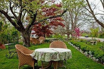 фото Roseledge Country Inn & Farm Shoppe 693614144