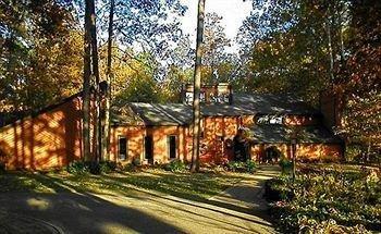 фото Whispering Oaks Bed & Breakfast 693618934