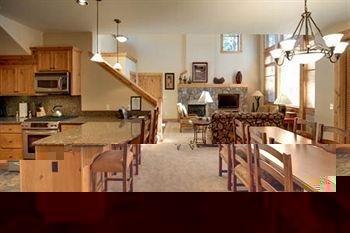 фото Tahoe Mountain Resorts Lodging Old Greenwood Townhome 694678848