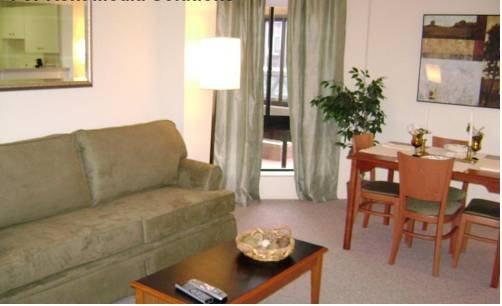 фото Greenhouse Apartments 713340253