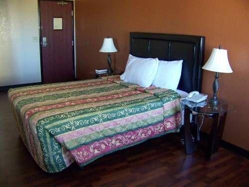 фото The Legacy Inn & Suites 713360967
