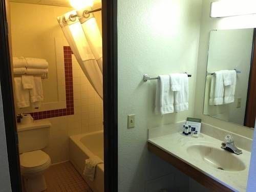фото Americinn Lodge & Suites Elkhorn 722287220