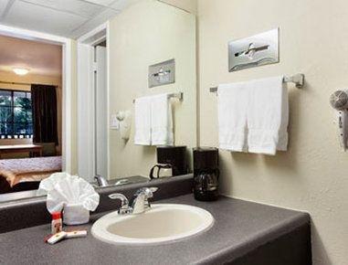фото Vagabond Inn Executive Salinas 724495828