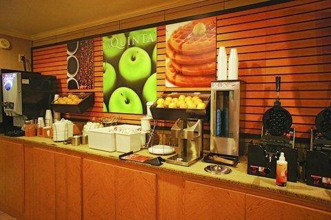 фото La Quinta Inn & Suites El Paso East 724990729