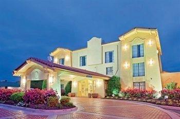 фото Ambassador Inn and Suites 727847768