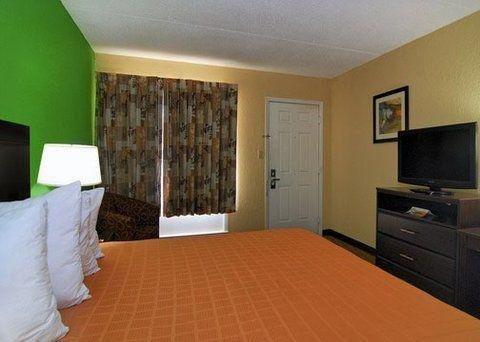 фото Quality Inn Downtown Historic District 728674163