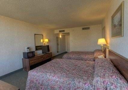 фото Econo Lodge Inn & Suites Lumberton 738762495