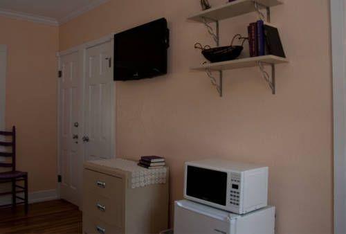 фото Peach Tree Inn & Suites 738763122