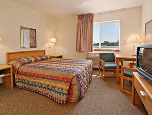 фото Sunset Inn & Suites 739766181