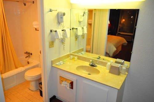 фото Mega Inn & Suites 739888530