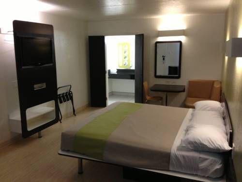 фото Motel 6 Dallas Forest Lane 739899277
